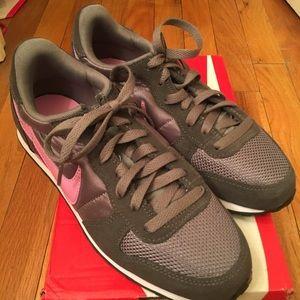 Women's Nike Genicco Sneakers NIB